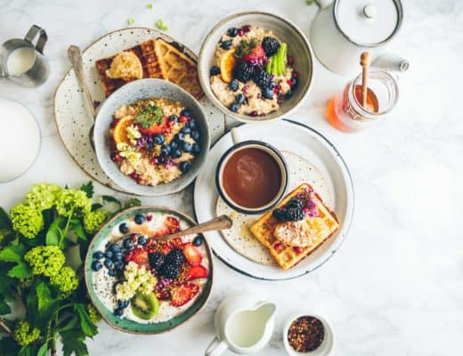 Tips on how to become a vegetarian and how to develop a healthy balanced diet. Discover awesome recipes from vegan bloggers.